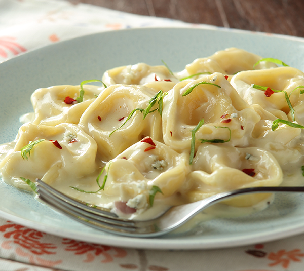 Tortelloni With Gorgonzola Cream Sauce Kowalski S Markets