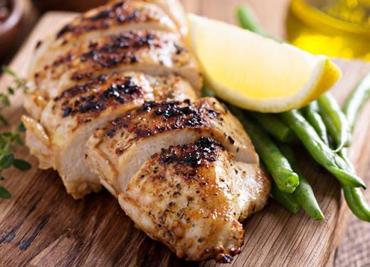 Sliced Cooked Chicken with Green Beans and Lemon