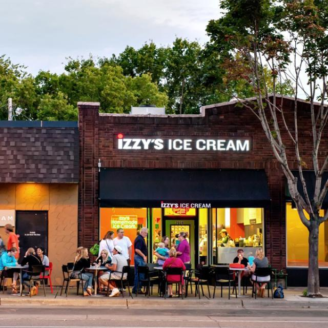 Izzy's Ice Cream Shop in Saint Paul