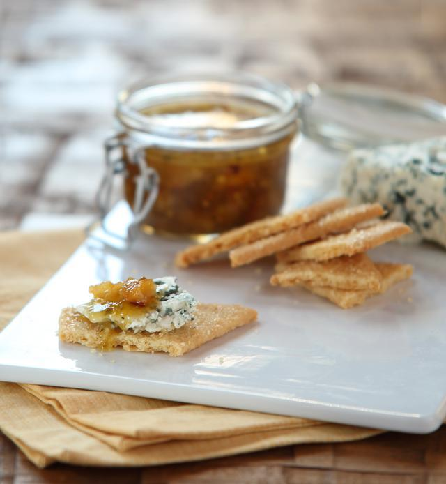 Mostarda with crackers and blue cheese