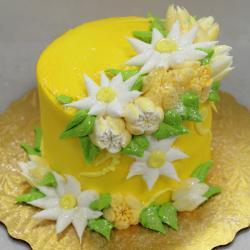 "5"" Yellow Cake with White & Yellow Flowers"